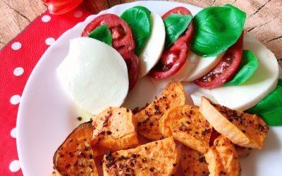 Gebackene Süßkartoffel mit Mozarella und Tomaten