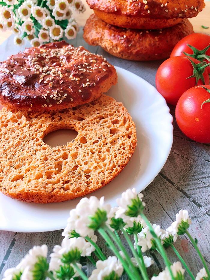 protein bagels rezept rotes pesto