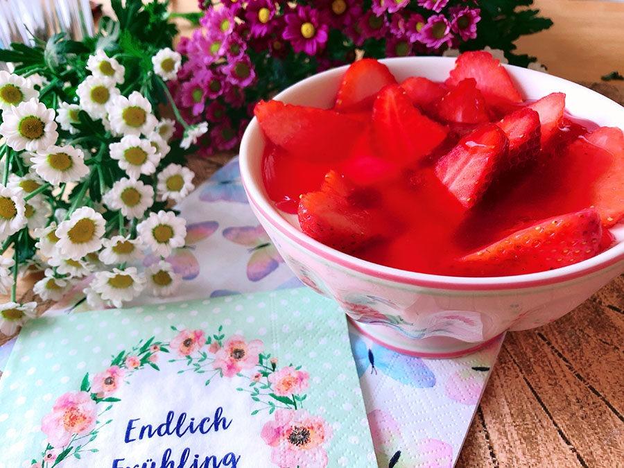 Käsekuchen Bowl mit Erdbeeren
