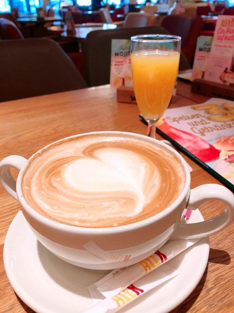 kaffee latte im restaurant