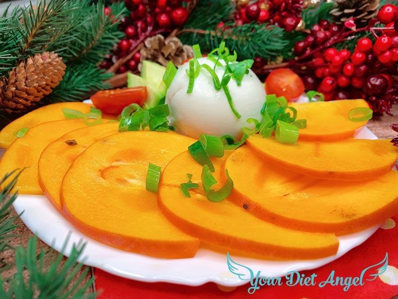 Winterlicher Caprese Salat mit Kaki und Burrata