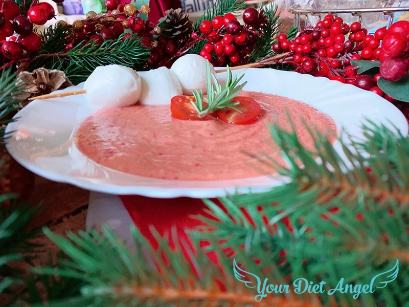 Tomatencremesuppe mit Ricotta und Büffelmozzarella